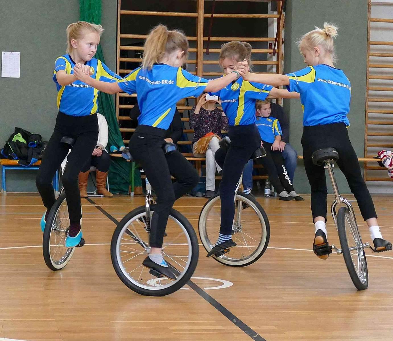 Vierer-Einrad-Schülerinnen